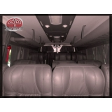 Van para transporte de passageiros na Vila Santo Antônio